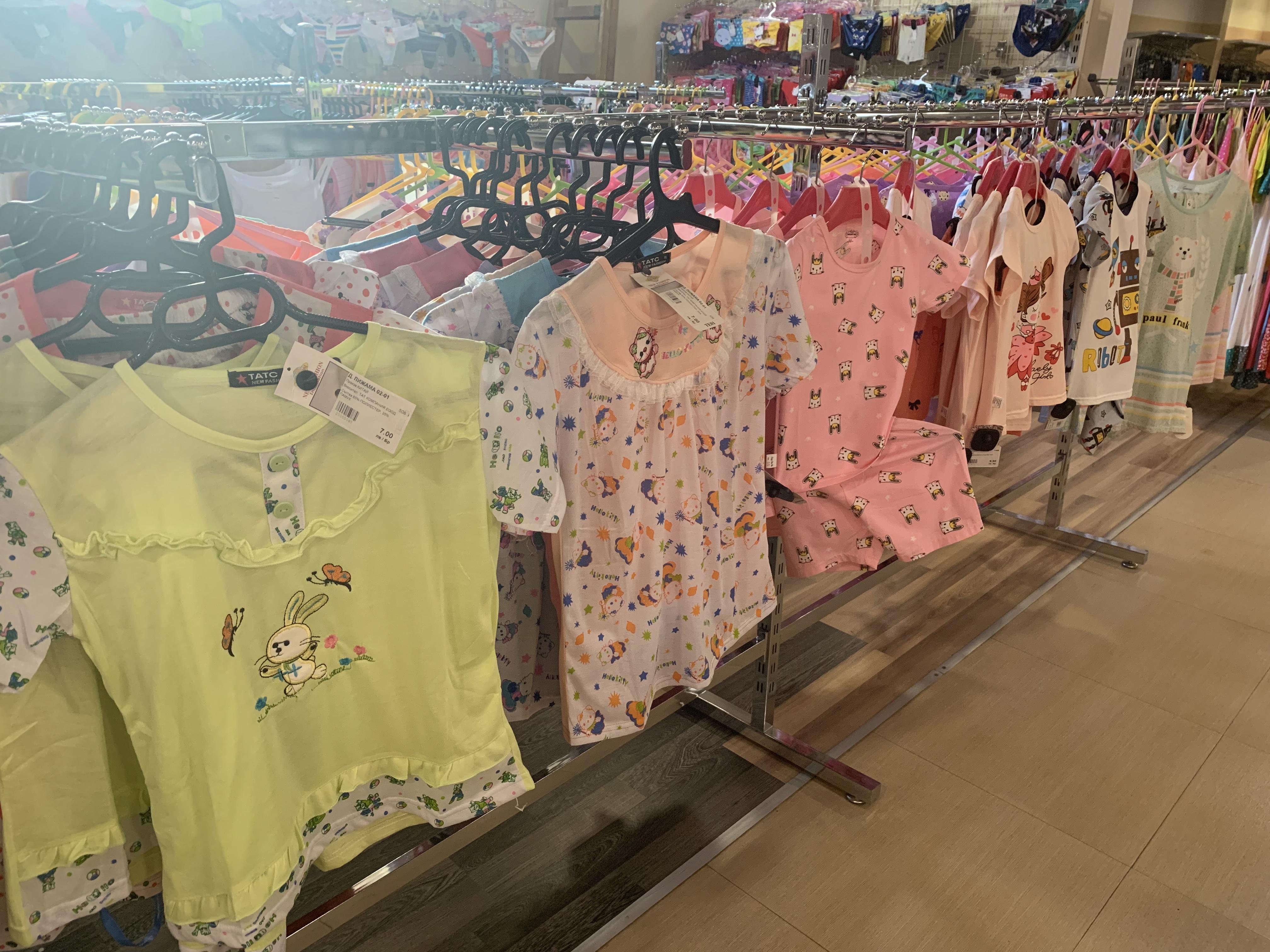 62a66db1353 Zona е вторият голям магазин за стоки внос от Китай, който отваря врати в  Бургас. Първият се на мира в Търговски център Велека. Там също ще откриете  хиляди ...