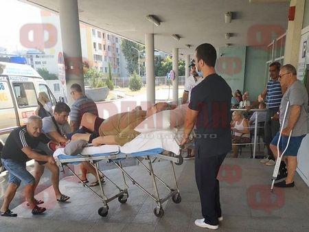 Извънредно! Докараха Стефан Данаилов в изключително тежко състояние с носилка в бургаска болница